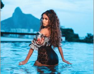 Anitta dispara: 'Não adianta só mostrar a bunda'