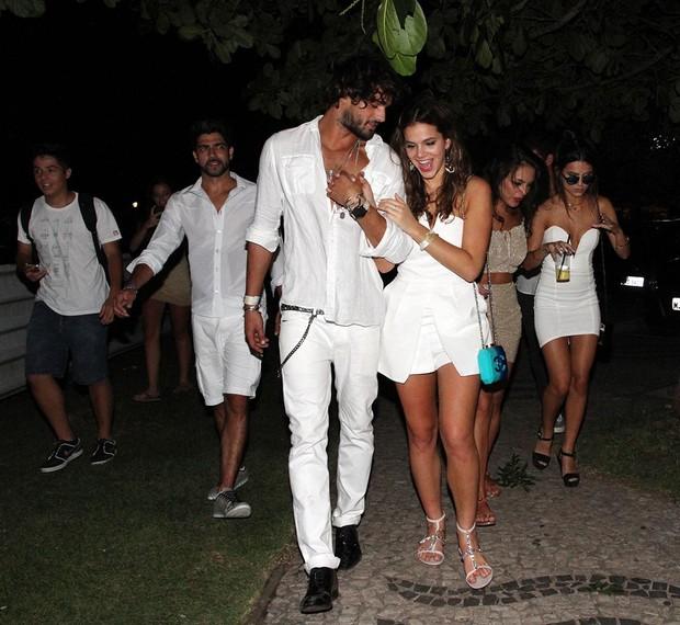 Débora Nascimento assume namoro com modelo, ex de Marquezine