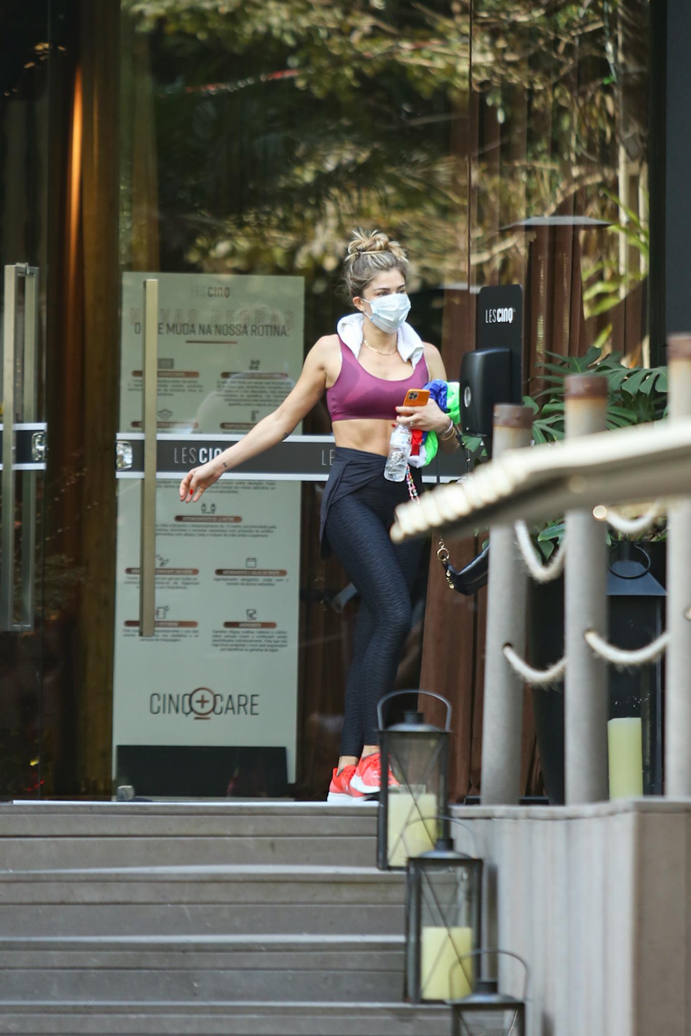 Após treino pesado, Grazi Massafera é clicada saindo de academia em São Paulo