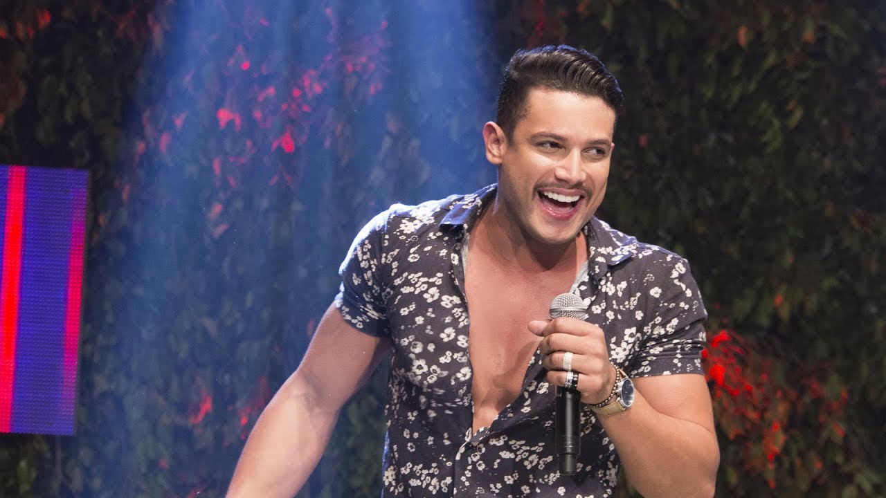 Show com cantor Israel Novaes é encerrado por aglomeração em MT