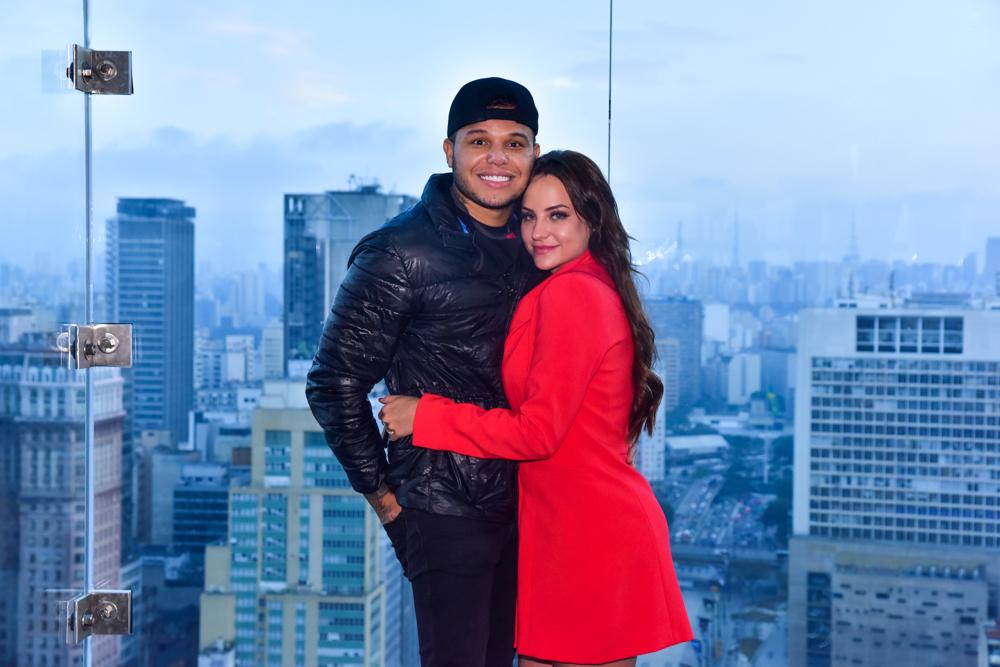 Tierry lança música em homenagem aos 8 meses de namoro com Gabi Martins