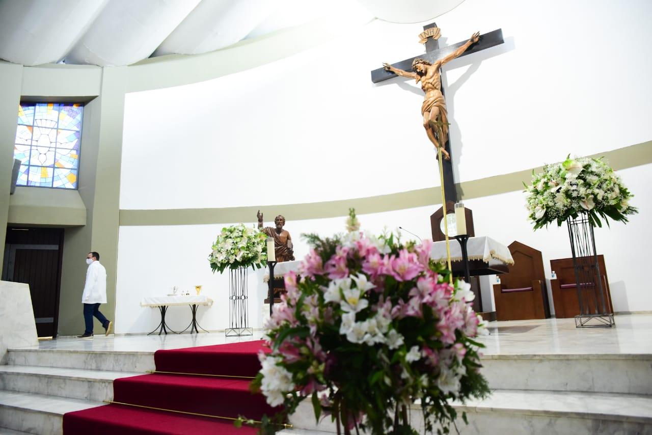 Familiares e amigos vão à Missa de Sétimo Dia de Dudu Braga