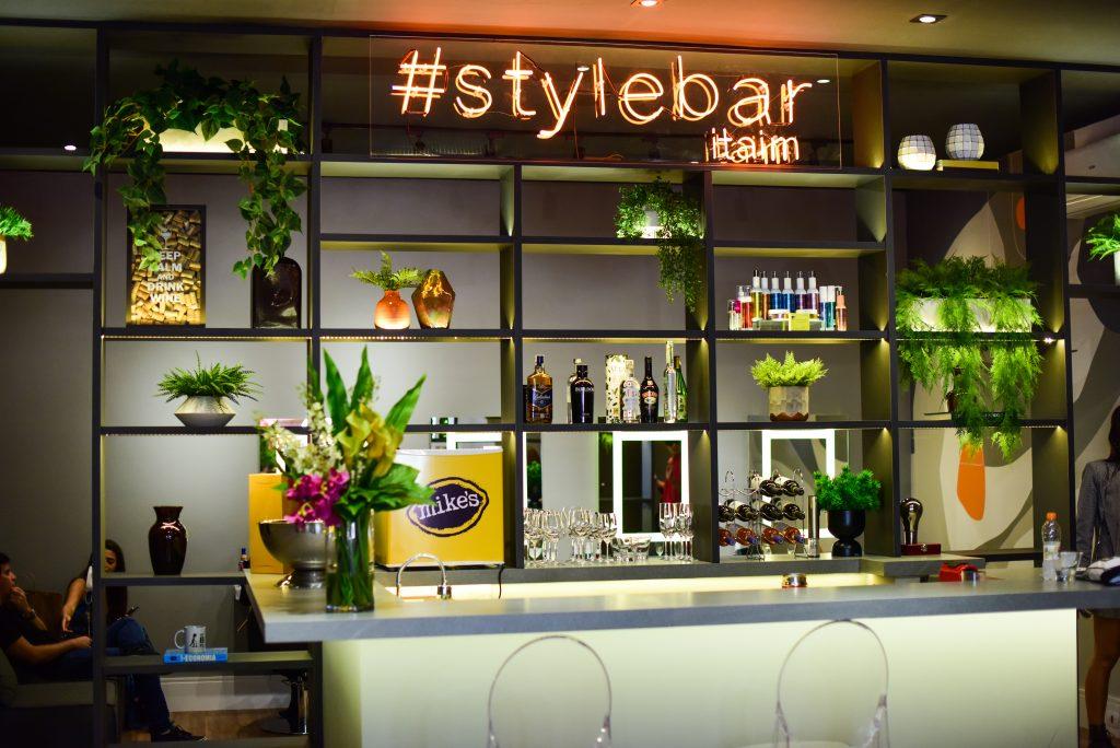 """Empresária explica tendência """"Dry Bar"""" com salões de beleza express"""
