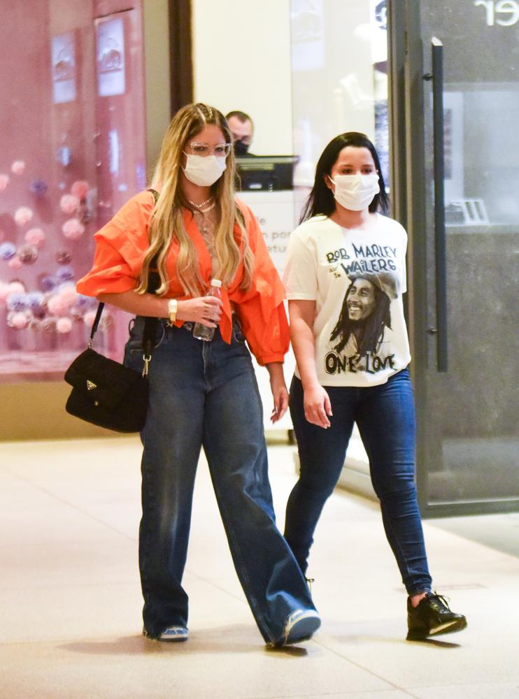 Maiara, Maraisa e Marilia Mendonça passeiam juntas em shopping