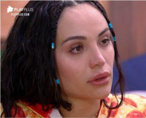 Aline Mineiro chora com rejeição dos colegas