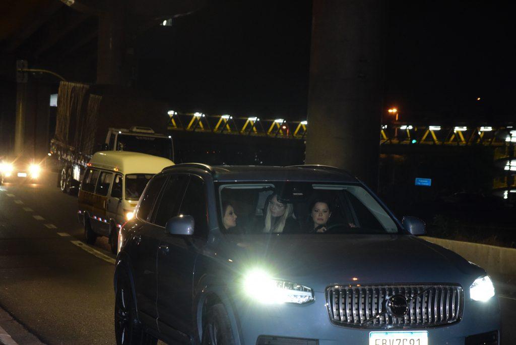 Marilia Mendonça, Maiara e Maraisa são flagradas entrando em motel. Fotos Leo Franco/ Agnews