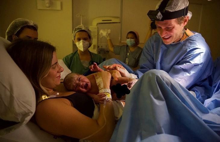 Mesmo após nascimento, Mateus Verdelho e Shantal não revelam o sexo do bebê