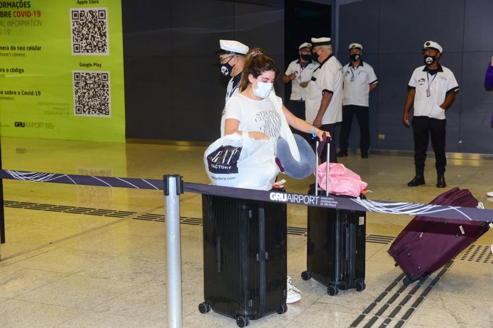 Gkay chega no Brasil após curtir Miami com Anitta